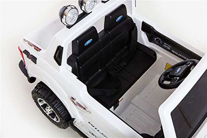 Vista dall'alto dell'auto elettrica Ford Ranger Jeep SUV di BabyCar (notare i 2 sedili forniti di cinture di sicurezza)