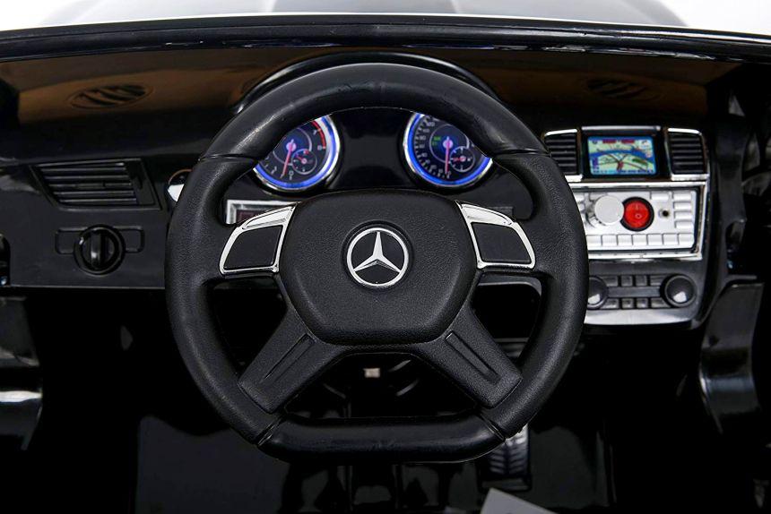 Il cruscotto del SUV Mercedes GL63 AMG della Mondial Toys è estremamente dettagliato