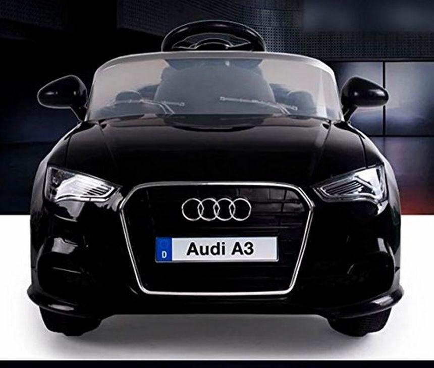 Una bella vista frontale dell'auto elettrica BabyCar Audi A3, che ricordiamo avere i fari frontali e di stop funzionanti a luce LED