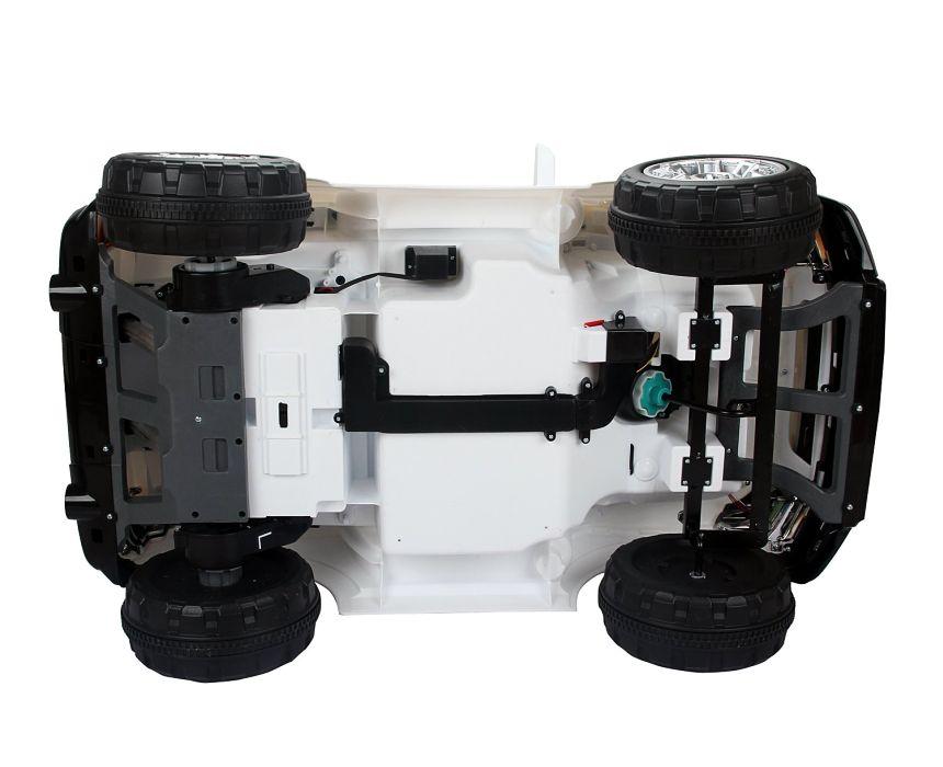 Vista da sotto dell'auto elettrica HomCom modello Jeep: costruzione robusta per garantire sicurezza e manovrabilità anche sui tracciati meno agevoli