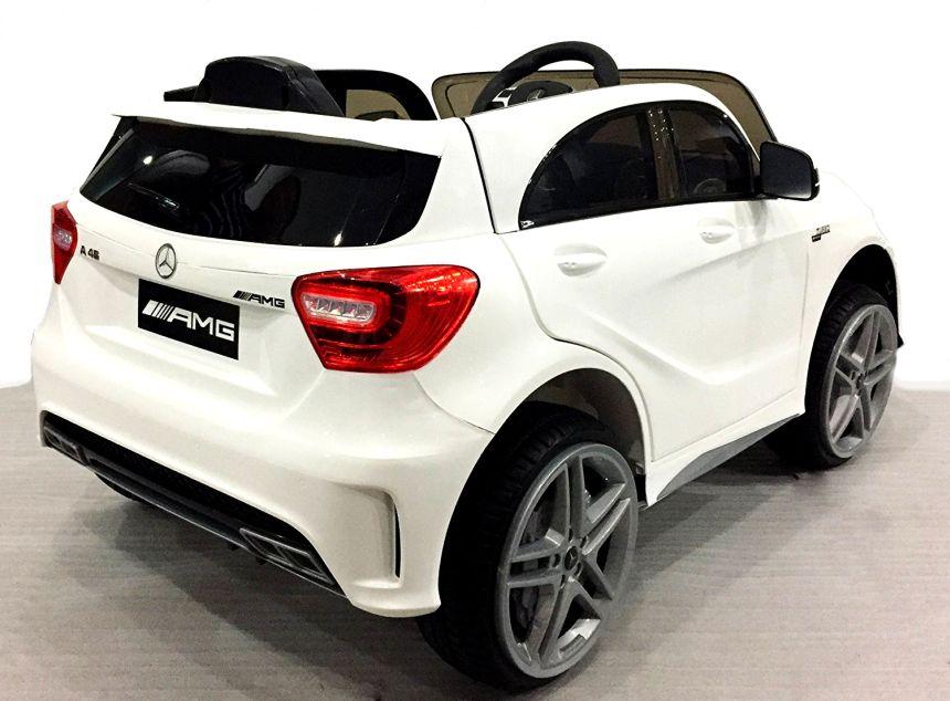 Vista posteriore dell'auto elettrica Lamas Toys Mercedes A45 AMG