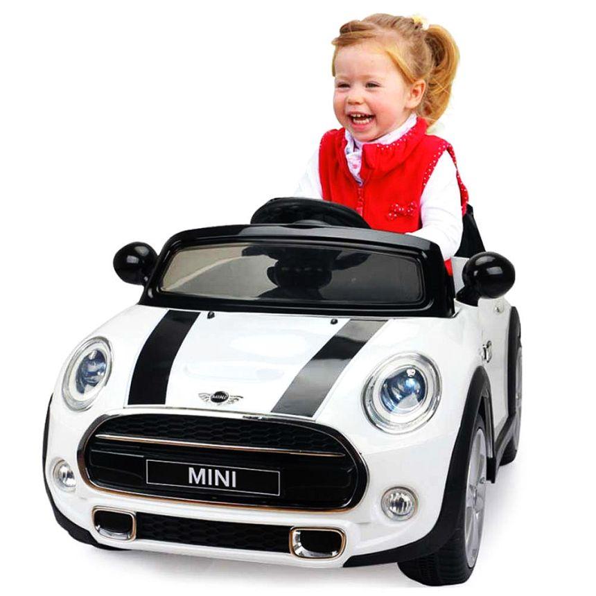 Ore di divertimento assicurato grazie all'auto elettrica Lamas Toys Mini Cooper, che ricordiamo essere dotata di radio MP3 e telecomando parentale