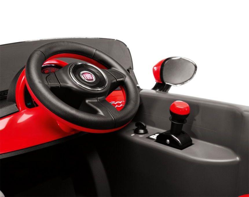 Il cruscotto della FIAT 500 S è molto semplice ed intuitivo (notare sulla destra la chiave di accensione e il cambio per la marcia avanti e indietro)