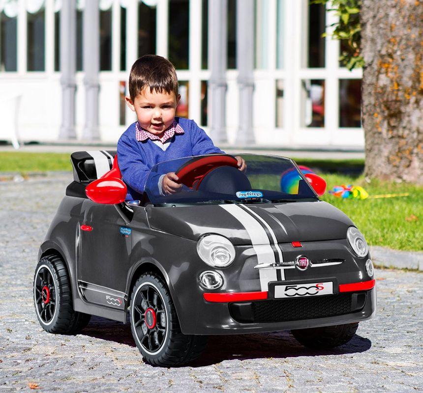 L'auto elettrica Peg Pérego garantisce ai vostri bambini ore e ore di divertimento in tutta sicurezza