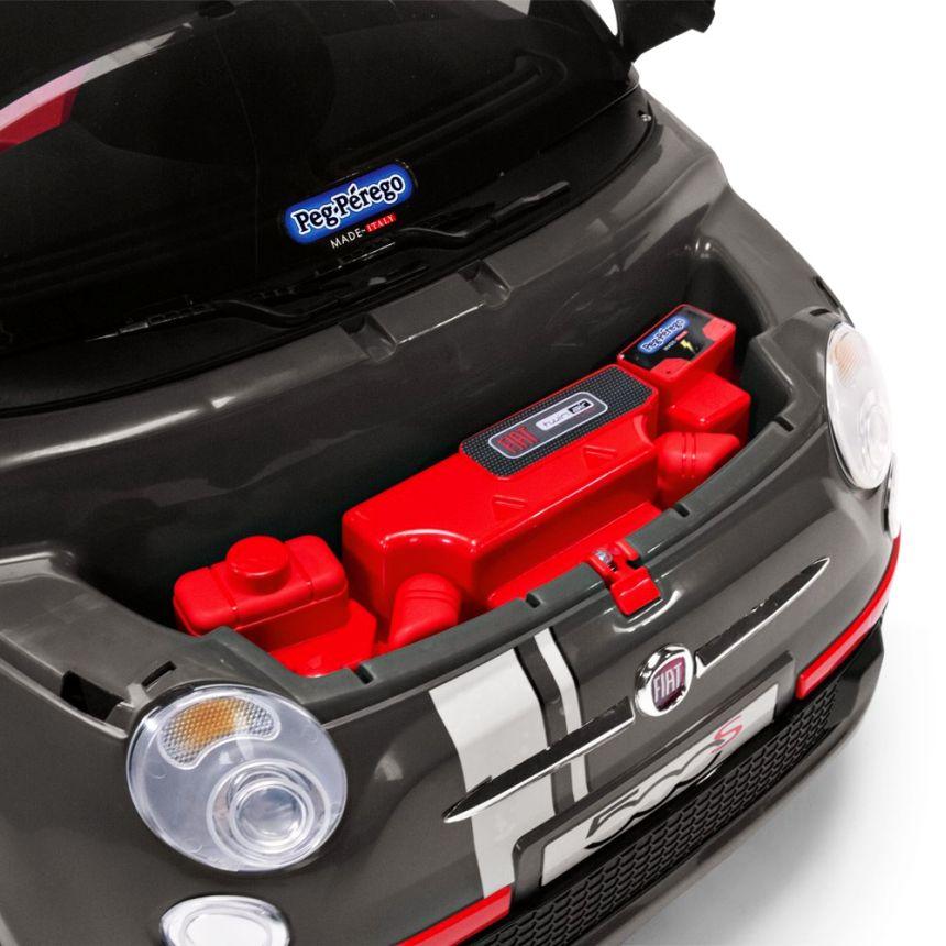 Primo piano del vano motore smontabile (al posto del motore si possono mettere altri giocattoli)