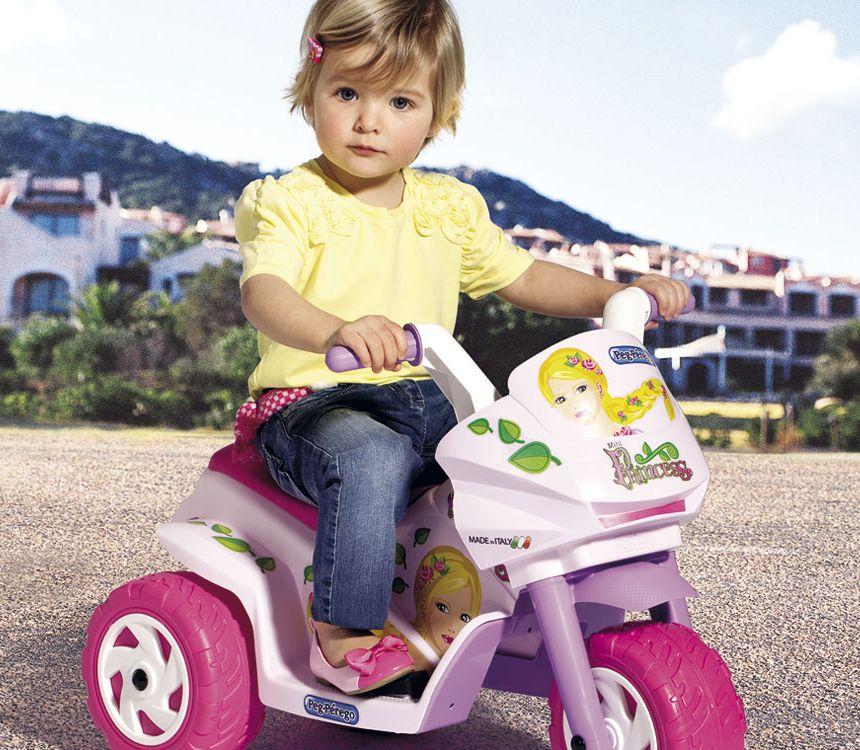 La vostra principessa sarà entusiasta della sua nuova moto elettrica Peg Pérego Mini Princess di colore rosa