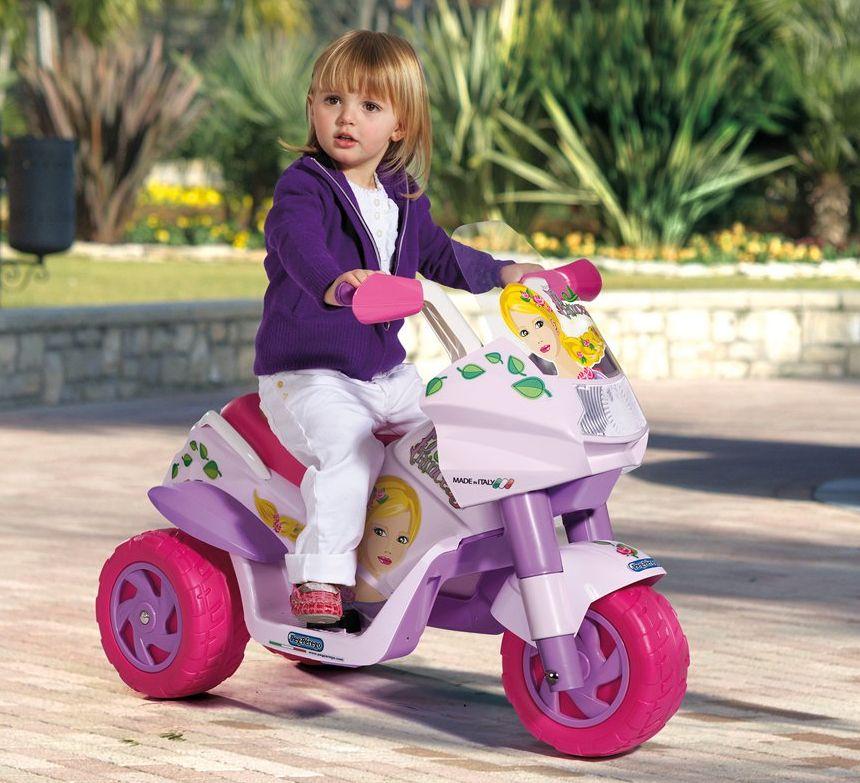 Ore di divertimento assicurato con la moto elettrica a 3 ruote Peg Pérego Raider Princess